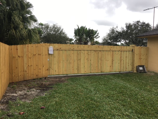 Fencing contractors in Arlington TX